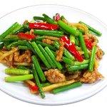 餃子の唐安楼 - 豚肉薄切りとニンニクの芽炒め