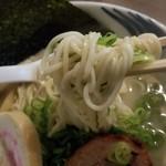 我流麺舞 飛燕 - 魚介鶏塩白湯(麺アップ)