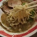 我流麺舞 飛燕 - 我流札幌ラーメン飛塩(麺アップ)