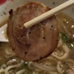 我流麺舞 飛燕 - 我流札幌ラーメン飛塩(チャーシューアップ)