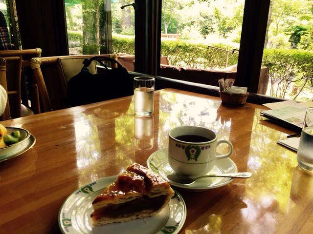 万平ホテル カフェテラス - 窓際のカフェテラス席