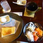 酒場ヒノマル - 料理写真:厚切りトーストとブレンドコーヒーのセット