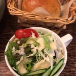 デリカフェ ウサギ - サラダと自家製パン