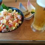 浜焼きしんちゃん - 海鮮ちらし丼、生ビール