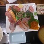 72631417 - 海鮮丼具の大盛りの別盛り