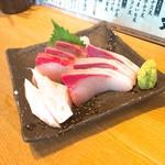 魚河岸酒場 FUKU浜金 - ハマチ刺身 680円