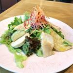 貝殻荘 - 蒸し鶏と三浦野菜の彩りバーニャプレート