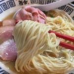 ラーメン而今 - 特製濃厚醤油(1100円)麺リフト