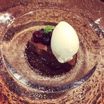オステリア タナロ - チョコレートのテリーヌ、ミルクのジェラート