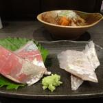 72639221 - 牛すじ煮込みと刺身2点盛り(しょっこ&太刀魚)