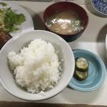 お食事処アケミ - [ハンバーグ定食]ごはんとお味噌汁