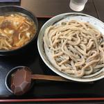 武蔵野うどん 一彩 - きのこ汁の特盛りに豚肉トッピングで1,050円
