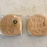 白松がモナカ本舗 - 料理写真:モナカ118円、栗モナカ165円です。