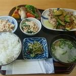 72650236 - 【藍】肉メインのランチ 820円