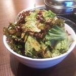 韓国料理マニト  - チョレギサラダ 200円で食べ放題だけどラーメン丼大の器に入って来た!