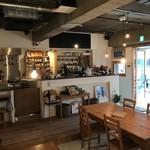 カフェ アリカ - オープンキッチンでスタッフとも気軽におしゃべりできます。