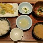 72661251 - えらべるセットメニュー/天ぷら四種盛り・鮮魚の胡麻和え