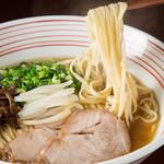 うま馬 - 昔からの平打ち麺