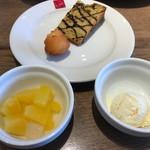 ピッツァ サルバトーレ クオモ - シフォンケーキ、ドーナツ、フルーツポンチ、バニラアイス