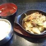 明洞 - 料理写真:プルコギ鉄板定食