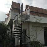古本屋 カフェ サニーハウス - 螺旋階段からお店へ