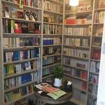古本屋 カフェ サニーハウス - 本棚