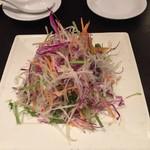 南翔饅頭店 - 彩り野菜とくらげのサラダ