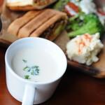 OTTO KNOT - ランチプレートは美味しい日替わりスープ付き!