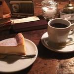72669713 - 珈琲とチーズケーキを注文しました。