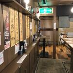 立ち呑み串カツ田中 - オープンスペースの店内