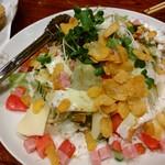 かかし(案山子) - サラダ。チーズの味が効いていてめっちゃ旨い!
