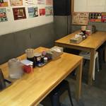 麺屋台 横綱家 - 奥にあるテーブル