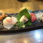 魚椿 - おまかせ刺身三種?盛り734円税込