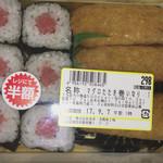 西友 - 料理写真:マグロのたたき巻 いなり 半額 149円+税