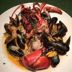ワインレストラン ドミナス - 活きオマール海老のポワレ モンサンミッシェル産ムール貝のアメリケーヌソース