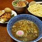 頑者 イルマティック - 料理写真:特製つけめん+大盛り+辛味+炙りチャーシュー丼