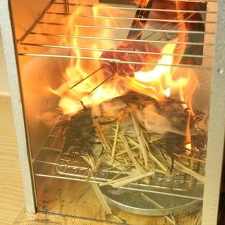 炭焼き・藁焼きで素材の香り、旨味を引き出します。