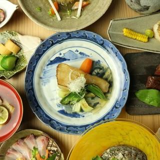 その日の仕入れた食材を活かしたコースを8000円~ご用意。