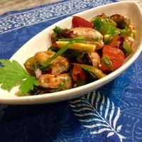 メツェ・ルナ - トルコのムール貝入りサラダ:ムール貝、トマト、グリーンペッパーとコニションのハーモニー。レモンハーブ風味のさわやかなサラダです。