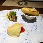72687486 - 本日の前菜  秋刀魚の炙りフェンネルのオレンジ風味  四万十シラスのブルスケッタ  真鯛のカルパッチョ、水茄子のカラマンシーソース
