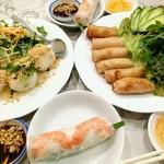 72688819 - 彩り豊か ここがベトナム料理のすきなトコ♡                       肉入りお餅 海老生春巻き 揚げ春巻き