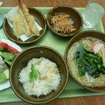 新天町倶楽部 - 揚げと生姜の混ぜ御飯温うどん定食