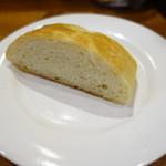 Piccolo ristorante CIBO SANO - 自家製フォカッチャ
