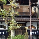 神田まつや - 長い歴史と伝統を感じさせる店構え
