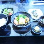 7270010 - ネジマキカフェランチ。900円。麦飯・味噌汁・漬物に好きな【主菜・サラダ・副菜1・副菜2】が選べます。