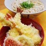 潮屋 - 天丼とうどん(そば)のセット 550円。