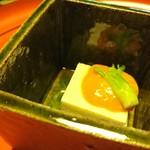 菊乃井 - 白子の寄せ豆腐みたいなのに生このこ