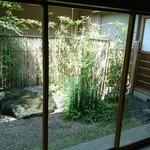 菊乃井 - 坪庭を眺めながら