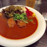 渡邊カリー - フォークとスプーンしかなく、チキンは食べづらいかな、と思っていたが、肉はかなり柔らかくスムーズにいただけた。