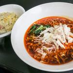 志摩のタンタン麺ハウス - 料理写真:「サンラータン麺とチャーハンのセット」(800円)をいただきました。これもウマイ!